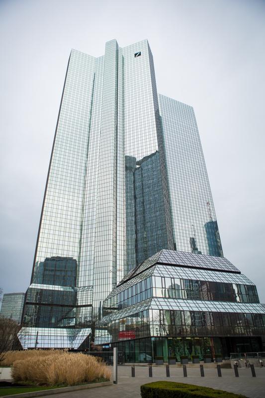 Дойче банк, небоскрёбы-близнецы прозванные дебетом и кредитом